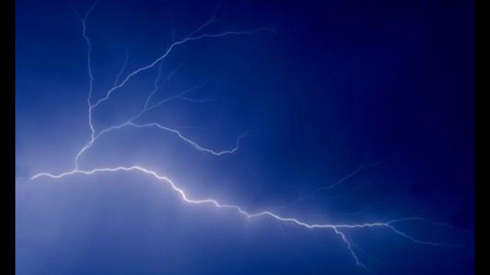 在雷雨天气,如何保证电气设备的在线监测与VOCs工艺的正常运行
